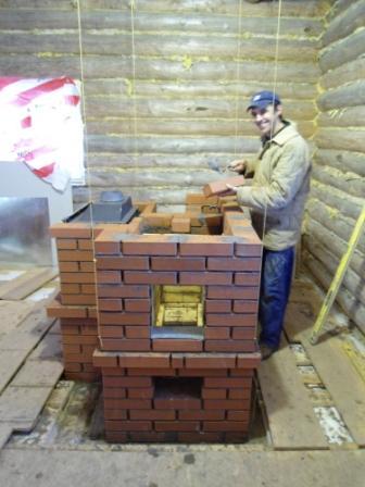 печник строит печь