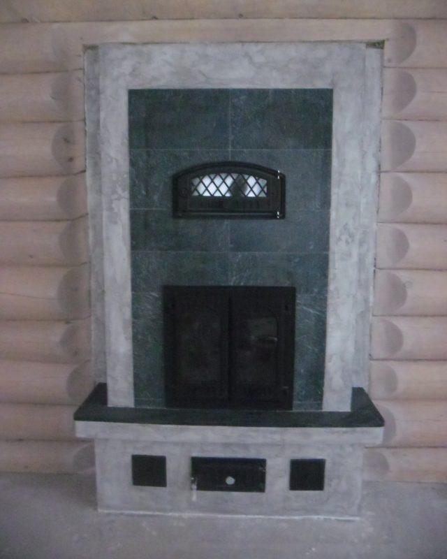 Кирпичный камин с духовкой.
