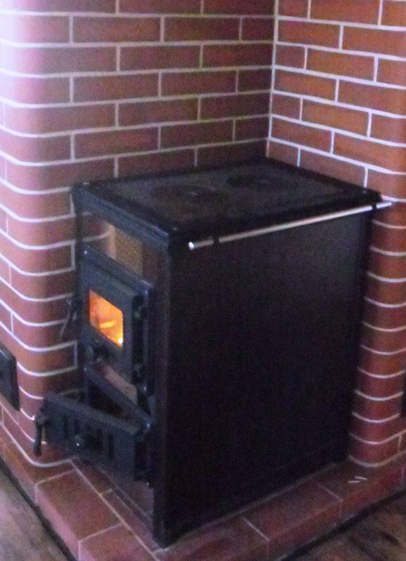Отопительно-варочная печь для дачи. Плита варочная в металлическом каркасе