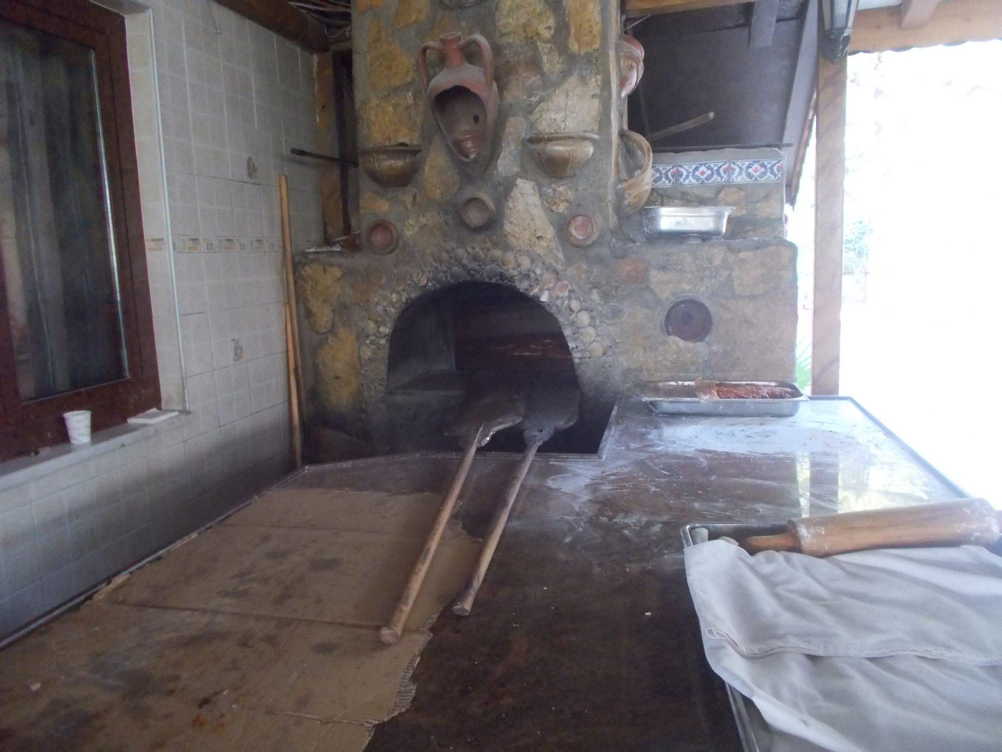Подовая хлебопекарная подовая печь в Турции. Хлебная печь.