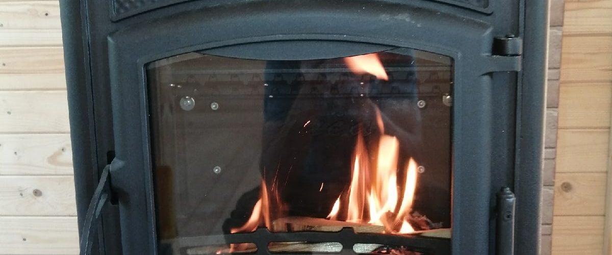 Чугунная дровяная печь-камин Guca Lava монтаж.